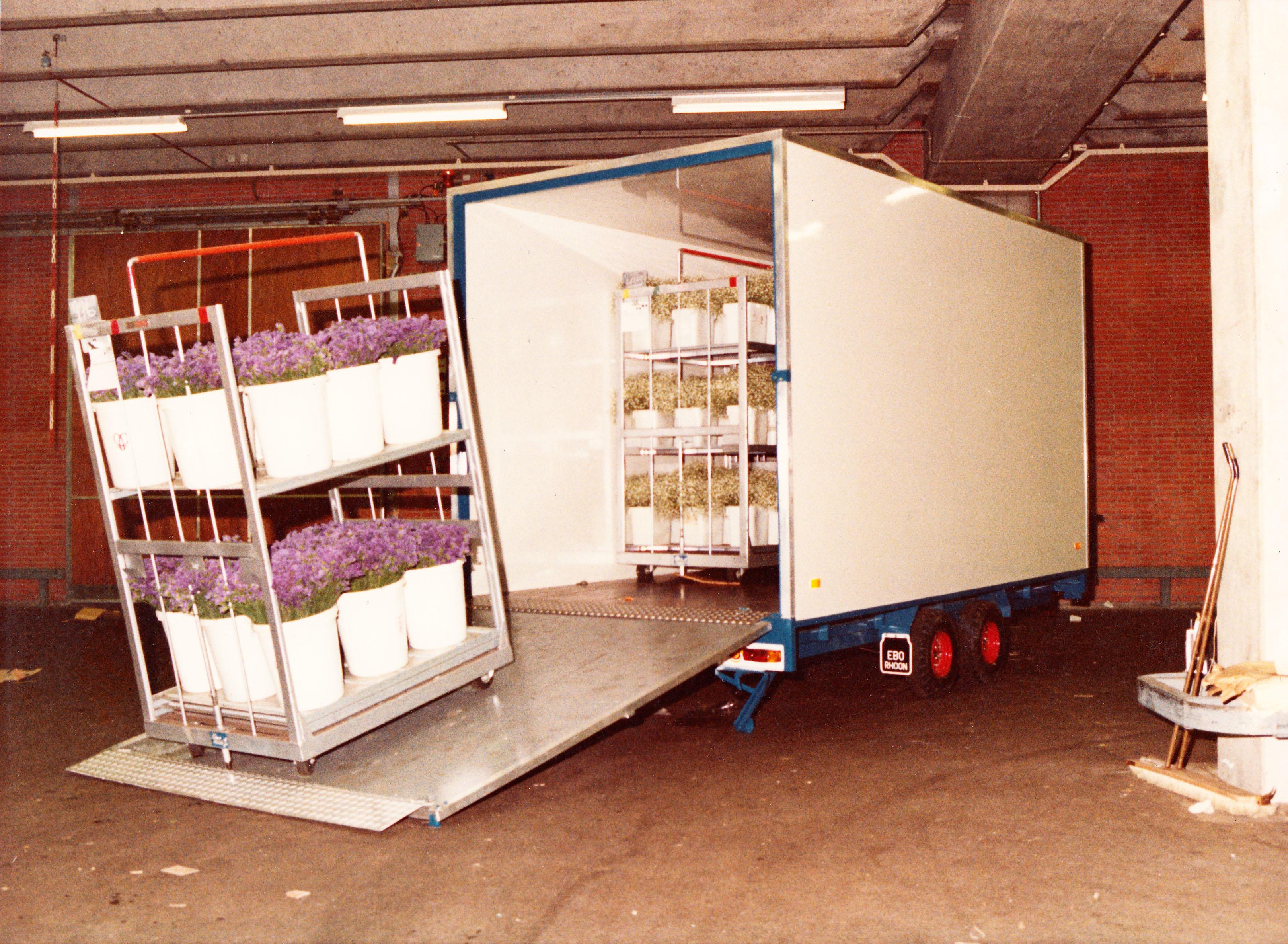 1982 - Start productie van bloemen aanhangwagens