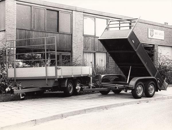 Ontwikkeling en productie eerste kipper aanhangwagen in Nederland