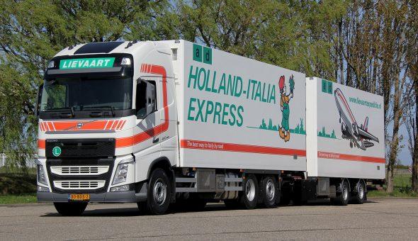 Geconditioneerde vrachtwagencombinatie voor Lievaart Transport - Mercedes Actros Truck