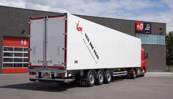 Geisoleerde oplegger voor bloementransport - de Haas transport