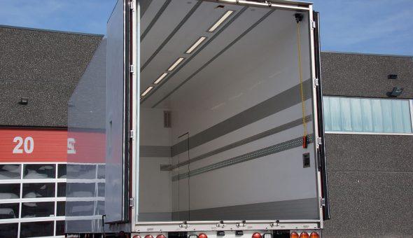 Speciale carrosserie opgebouwd als aanhangwagen voor vleestransport