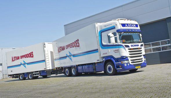 Vrachtwagencombinatie opgebouwd op Scania voor firma A. Stam Opperdoes