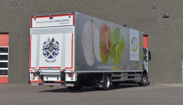 Geisoleerde carrosserie motorwagen op Mercedes Antos voor bloemen en platen transport