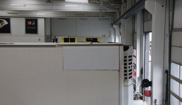 Schade en reparatie met polyester en spuitwerkzaamheden aan isotherm oplegger