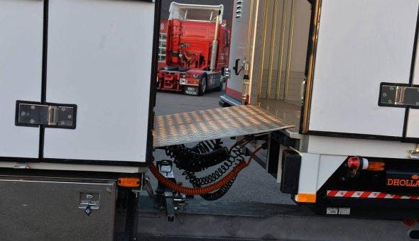 Bloemen en planten carrosserie voor van der Haas Transport - MAN combinatie met doorlaadsysteem