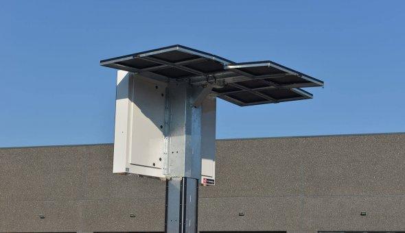 Mobiele bermdrip Type 3C op zonne-energie en een energiezuinig LED-display van het merk Swarco Futurit