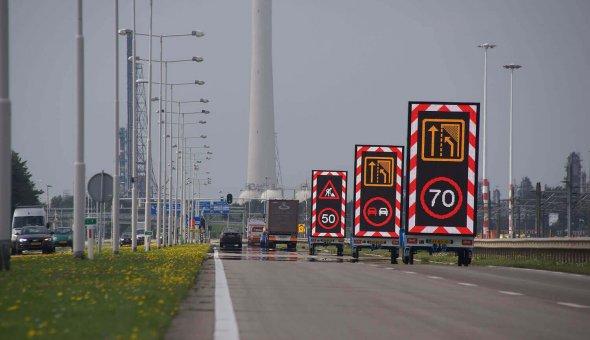 RAIN-wagen wordt gebruikt als tekstkar tijdens rijdende afzetting in de nacht