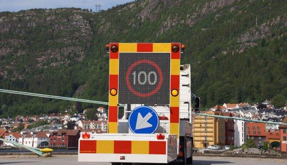 TMA 100K met NCHRP-350 TL-3 info botsabsrber voor Noorse dealer City AS Bergen