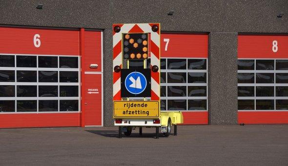 Voorwaarschuwingswagen voor de Gemeente Rotterdam met alternerende LED-pijl