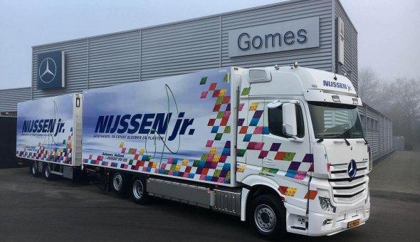 Isotherm vrachtenwagen combinatie gebouwd op Mercedes Actross voor Nijssen jr. Transport
