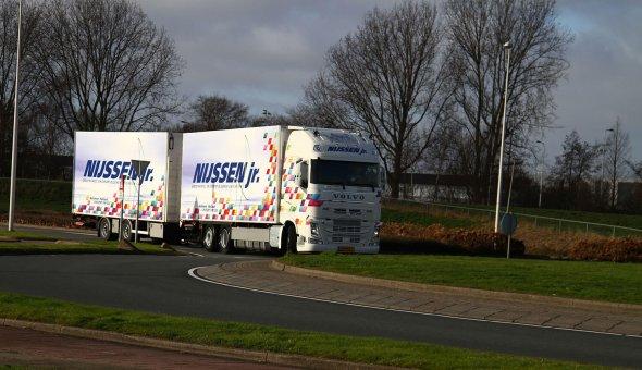 Isotherm vrachtwagen combinatie op Volvo met Draco Sneek aanhanger