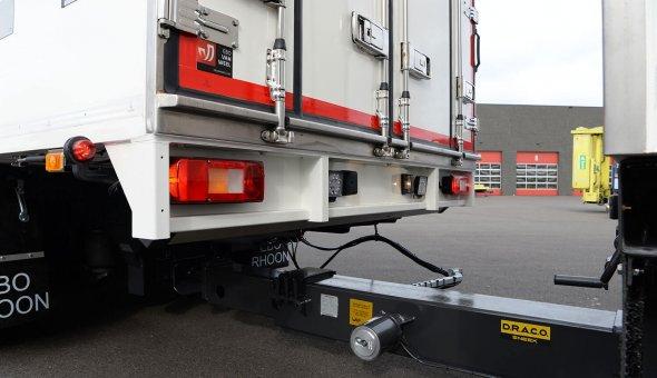 Geconditioneerde carrosserie vrachtwagen combinatie uitgevoerd met 3-assige 24-tons Draco aanhangwagen
