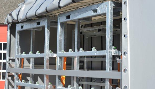 Gesloten aanhangwagen met zeil voor SGS op tandemasser met maatwerk opties