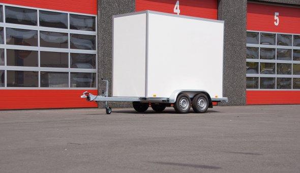 Gesloten aanhangwagen tandemasser met Plywood panelen en betonplex vloer
