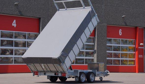 Kipper aanhanger voorzien van afdekzeil en betonplexvloer