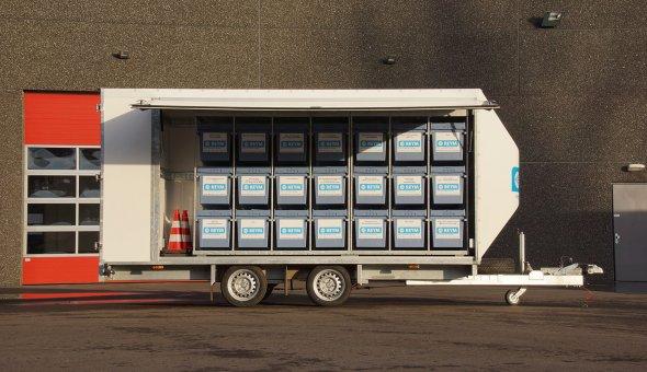 Maatwerk aanhangwagen gesloten voor Reym services uitgevoerd met plywoord panelen en load-lok rails