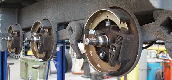 Periodiek onderhoud aan uw aanhangwagen om hoge kosten te voorkomen