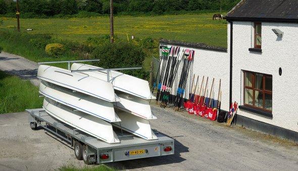 Schamelaanhangwagen gebouwd voor de Koninklijke Roeivereniging