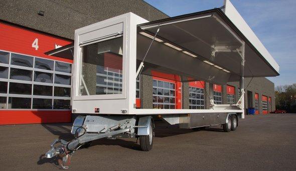 Speciaalbouw schamelwagen voorzien van maatwerk aanhangwagen