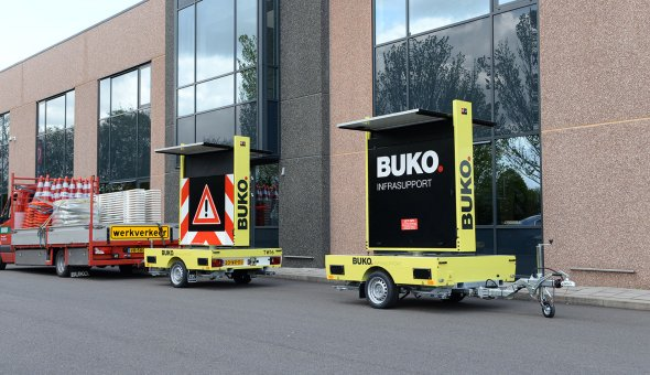BUKO Infrasupport investeert in zes nieuwe tekstwagens voorzien solar energie