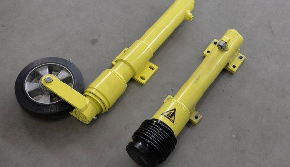 Hydraulische-steunpoot-neuswiel-ten-behoeve-van-actiewagen,-pijlwagen-en-tekstwagen