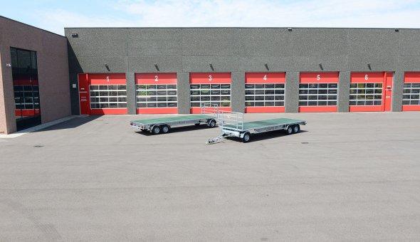 Twee schamel aanhangwagens geleverd voor vervoer van marktkramen - Roodbol evenementen