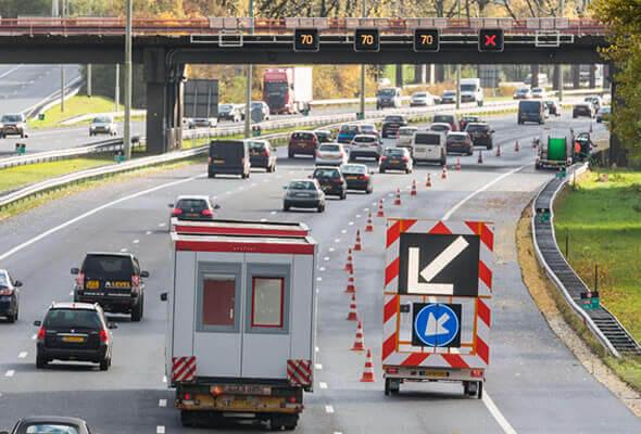 Tekstwagen uitgerust met file-detectie en file informatie op baiss van Floating Car Data