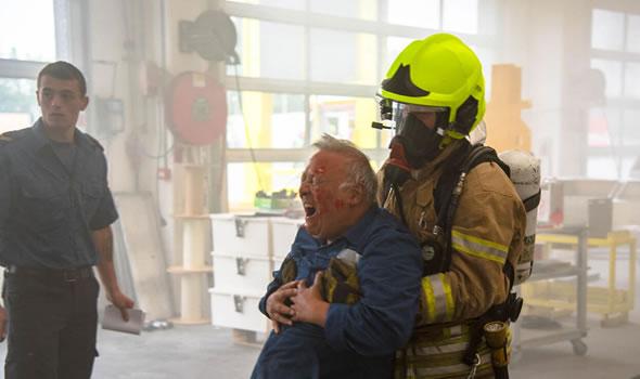 Brandweerkorpsen Rhoon, Hoogvliet en Rotterdam oefenen gaslek bij EBO van Weel