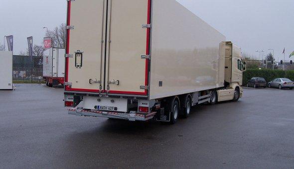 2-assige isotherm trailer voor Schitko Blumen Grosshandel