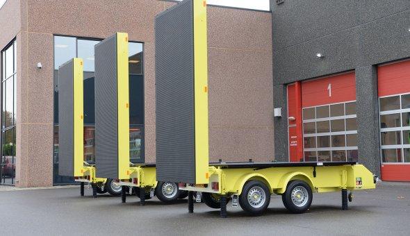 3x Rijdende Afzetting in de Nacht (RAIN) geleverd aan Timmermans Traffic - solar tekstwagen