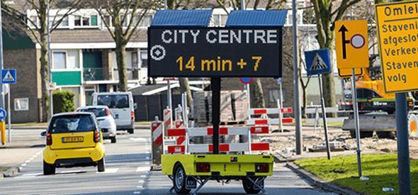 Verkeersmanagement met slimme tekstkar en reistijd informatie
