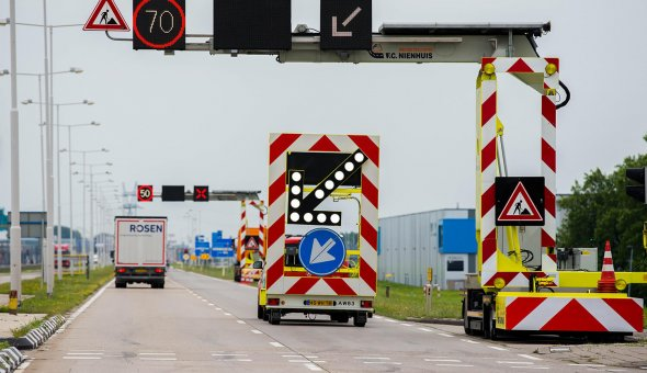 Nienhuis Mobiele rijstrook signalering (MRS) met Swarco LED-display en Traffic Fleet software