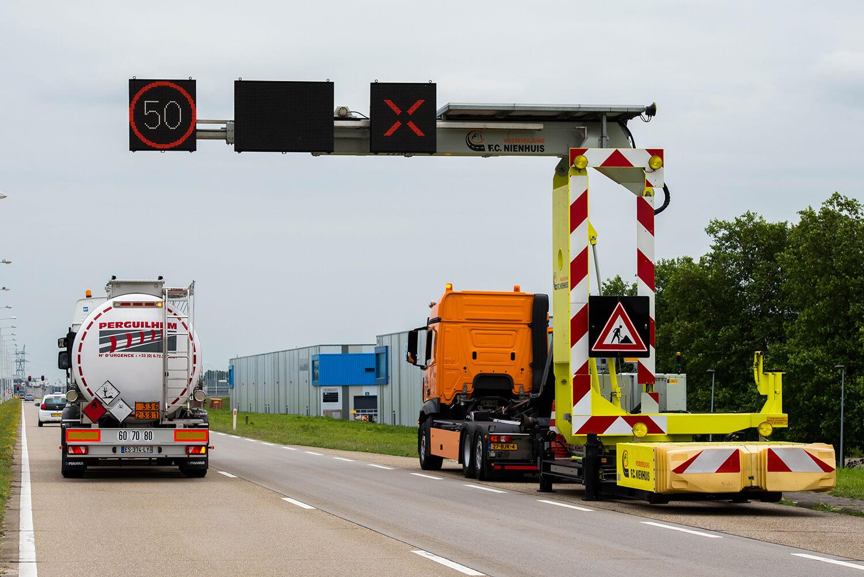 Nienhuis Mobiele rijstrook signalering (MRS) met Swarco LED-display en Traffic Fleet software