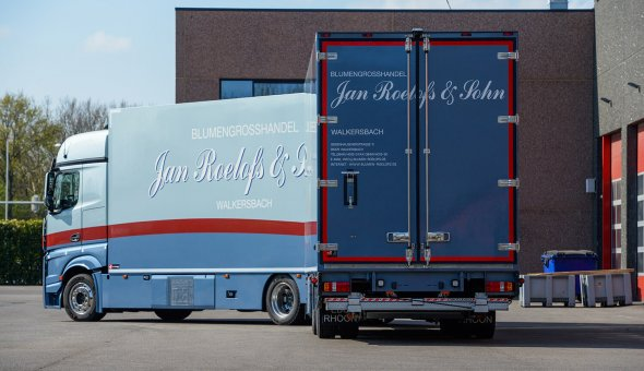 Fraaie bloemen en planten carrosserie geleverd aan Jan Roelofs & Sohn
