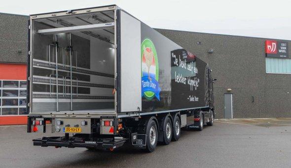 Strakke geïsoleerde oplegger met drie-assige gestuurd chassis voor Veldhoven Kippproducten