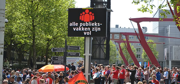 Arrange your crowd-management event with a mobile VMS sign