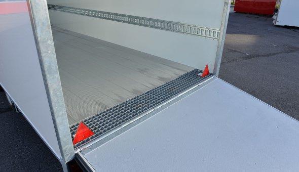 Box van trailer built for transport of flowers with Load-lok rails (2)