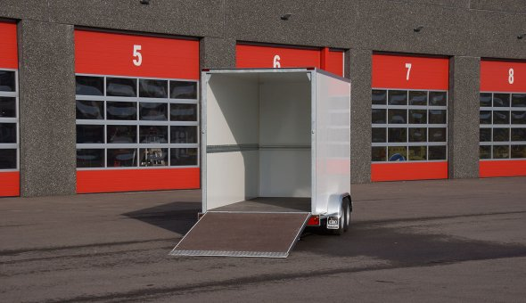 Box van trailer built for transport of flowers with Load-lok rails