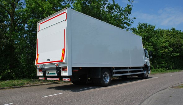Closed box body truck with a dHollandia tail-lift cantilever
