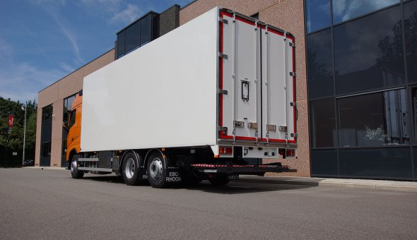 Cooling and freezing truck body - truck combination DAF truck with multi-temp compartments