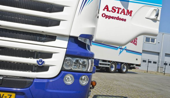 Custom made isolated truck body built on Scania R520 - A.Stam Opperdoes