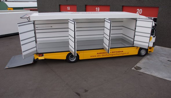 Custom made truck bodies als moving truck for ABC Den hartogh movers built on Renault truck