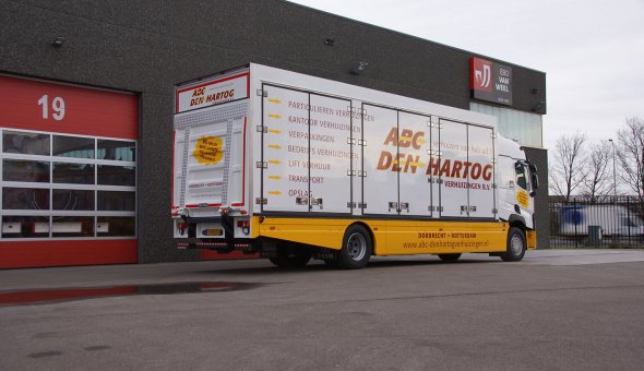 Custom made truck body developed for moving company - Renault truck