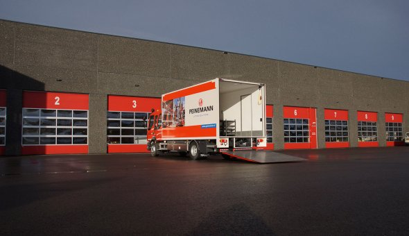 Dry freight box body built on Volvo truck with custom made interieur (6)