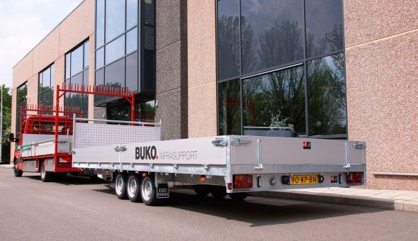 Flat-bed-trailers-delivered-to-transport-traffic-equipment - BUKO-Infrasupport