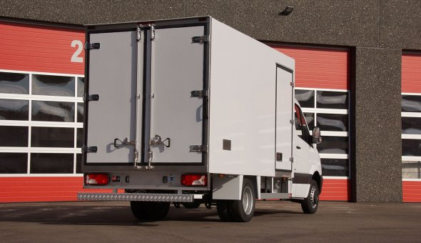 Freezing isotherm truck body for Sea Fish handler equiped with compartments