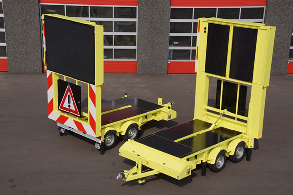 Full color VMS-trailer with solar panels to extend stand-alone time