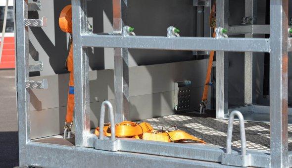 Gesloten schuifzuil aanhanger met maatwerk aanhangwagen opties voor SGS