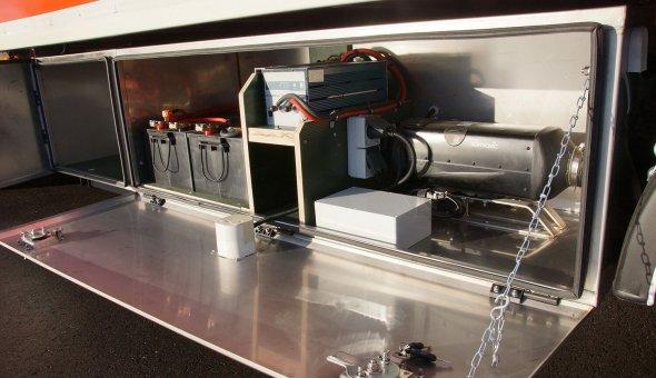 Heating system built in truck body for flower transport truck