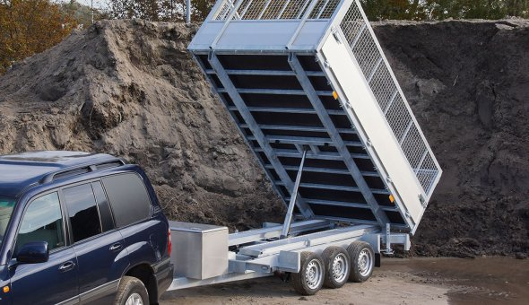 Heavy duty tipper trailer for intense usage and a long durability